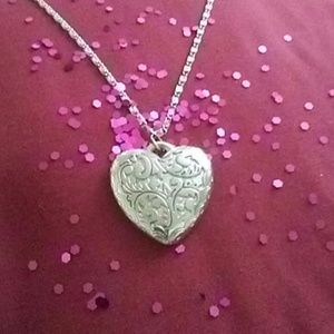 "💝Etched Silver Tone Heart Necklace by DKD 24"" EUC"